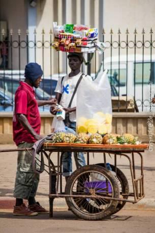 vendeur-rue-ananas-2nphotographie-missjemenfoue.jpg